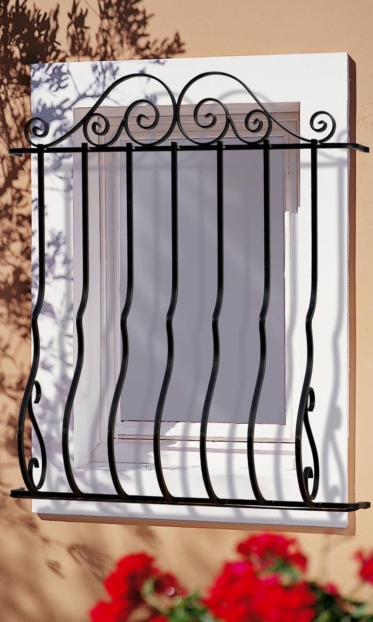 le ferronnier grille de fen tre pose en fa ade camille gfcamille. Black Bedroom Furniture Sets. Home Design Ideas